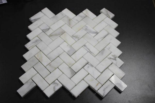 Calacatta White Fish Wave Mosaic